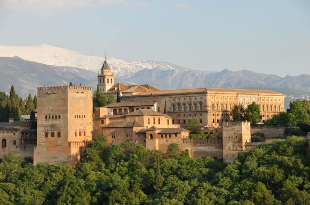 Visiter l'Alhambra de Grenade en français, La plus belle visite de l'Alhambra de Grenade avec Lola