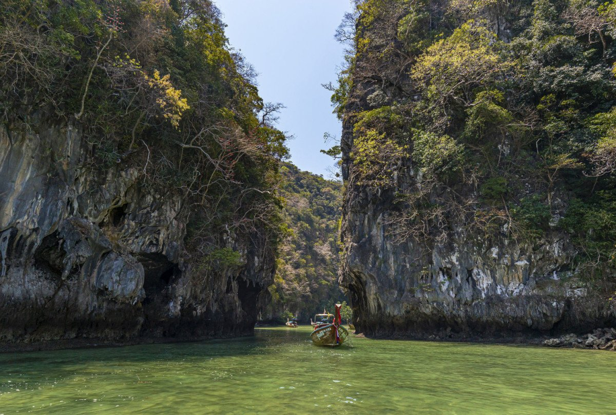 Chemin de la crique de la baie de Lan Ha