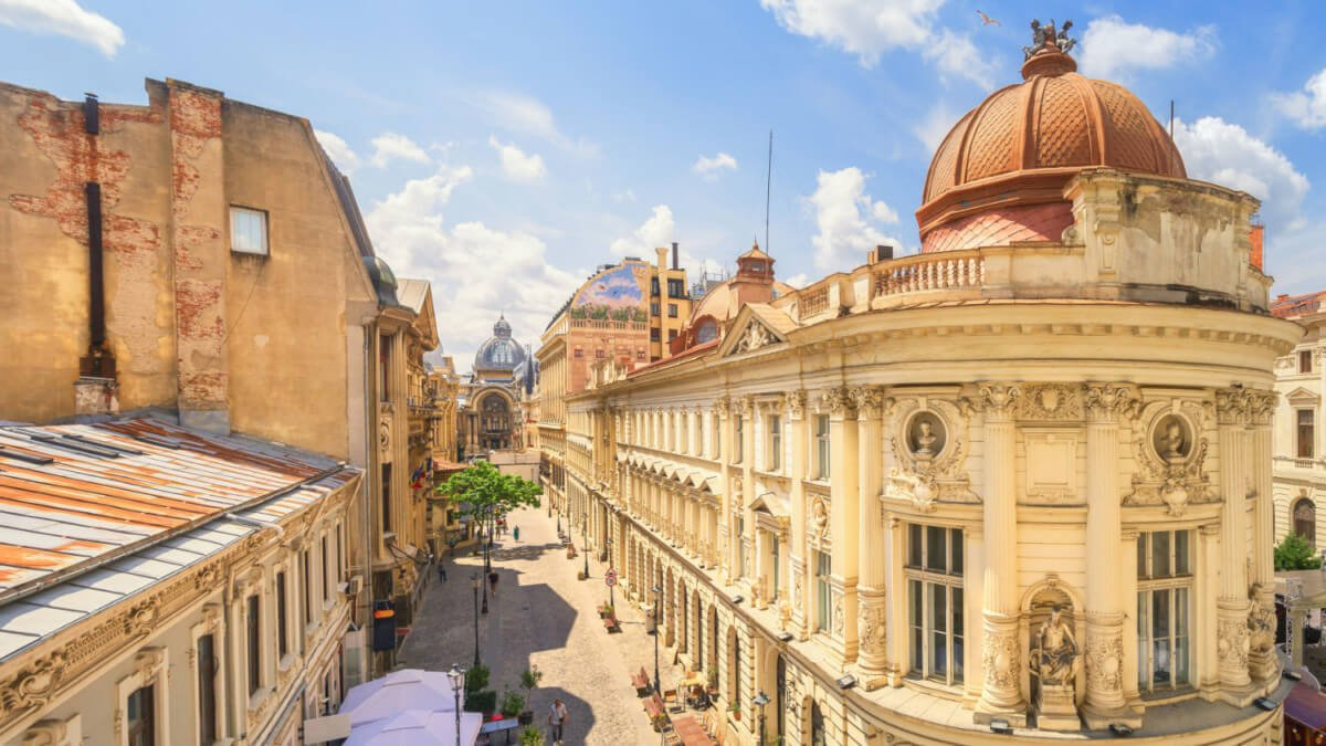 La célèbre rue Lipscani dans la vieille ville de Bucarest