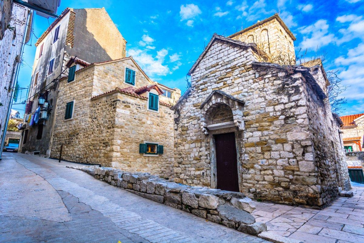 """visite Split, Visite guidée en français de Split en Croatie<span class=""""wtr-time-wrap after-title""""><span class=""""wtr-time-number"""">6</span> min read</span>"""