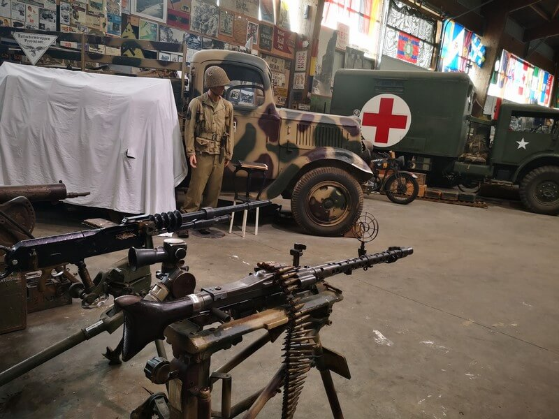 exposition-armes-d-day-normandie-ecole